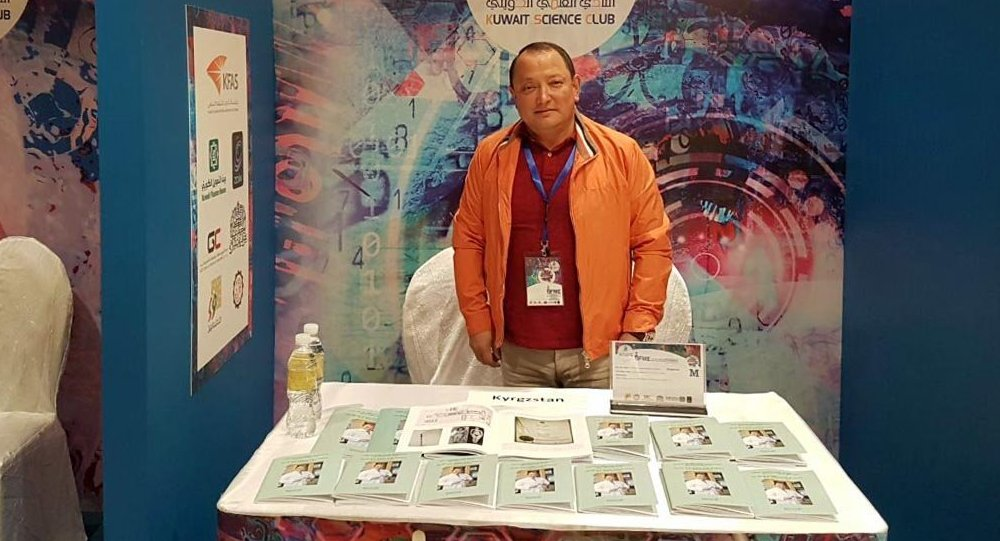 Сабырбек Жумабеков Кувейтте өткөн IX эл аралык ойлоп табуучулардын сынагында. Архивдик сүрөт
