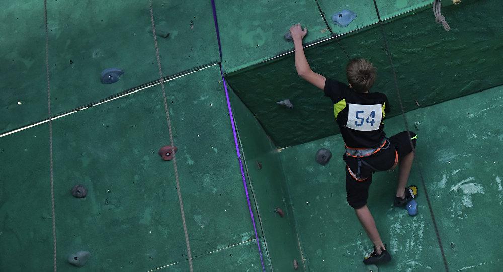Соревнование по спортивному скалолазанию. Архивное фото