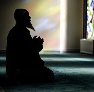 Мечиттеги Мусулман. Архивдик сүрөт