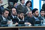 Глава делегации сирийской оппозиции Мухаммед Аллуш из группировки Джейш аль-Ислам (в центре) на международной встрече по сирийскому урегулированию в Астане.