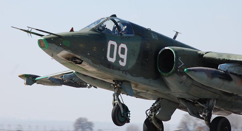Истребитель ВВС России взлетает с аэродрома на авиабазе Кант. Архивное фото