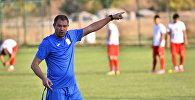 Архивное фото главного тренера национальной сборной КР Александра Крестинина