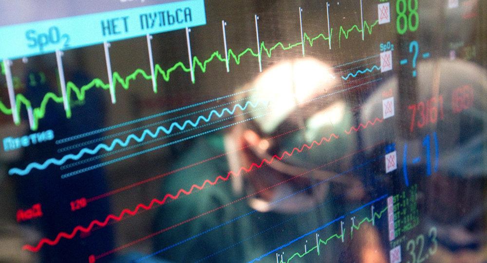 Монитор, показывающий параметры жизнедеятельности пациента. Архивное фото