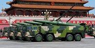 Оперативно-тактический ракетный комплекс Народно-освободительной армии Китая на военном параде. Архивное фото