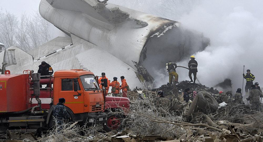Обломки самолета Boeing-747 потерпевшего крушение недалеко от аэропорта Манас