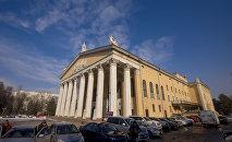 Здание Кыргызского национального академического театра оперы и балета имени Абдыласа Малдыбаева. Архивное фото