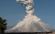 Вулкан. Архивдик сүрөт
