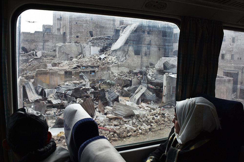 Сириядагы согуш башталгандан бери төрт жылдан кийин поезд биринчи жолу Алеппо шаарын аралап өттү