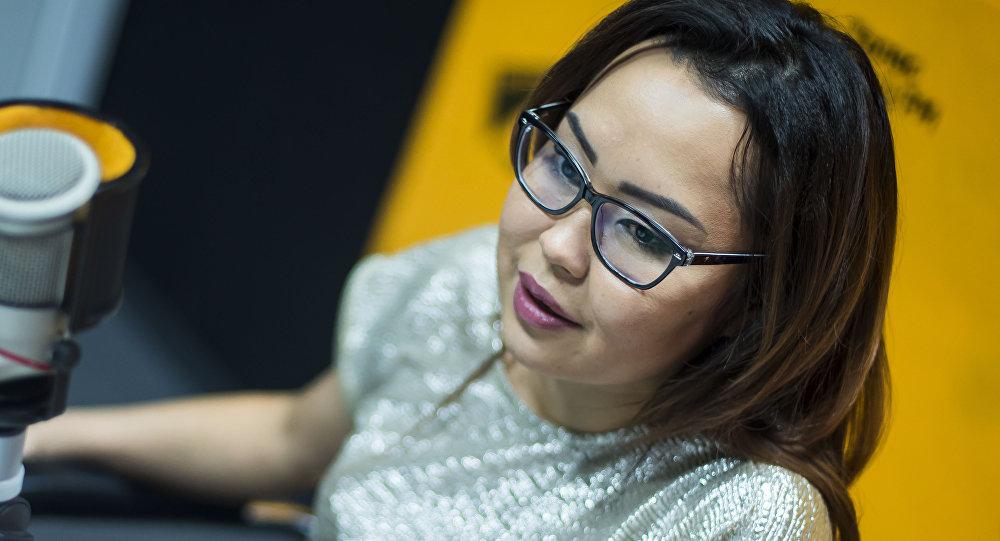 Основатель и главный редактор глянцевого журнала #ONEMAG Айида Долотбакова во время интервью на радио Sputnik Кыргызстан