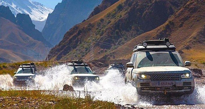 Кыргызстан посетит команда путешественников под руководством известного первооткрывателя Яцека Палкевича