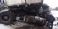 Сокулук районунда поезд жүк ташуучу автоунааны ортосунан жара сүздүм
