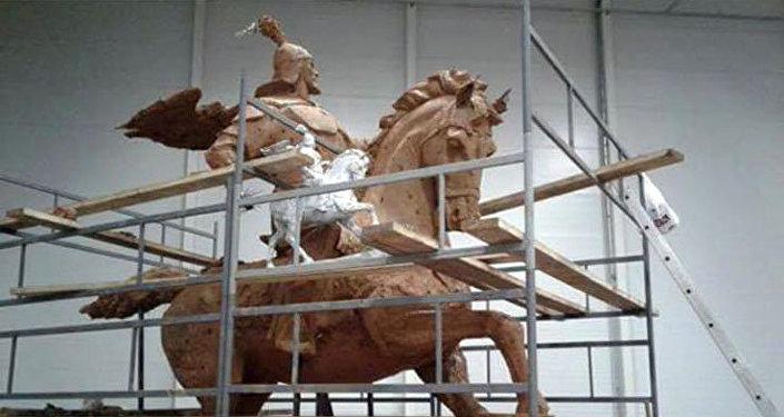 В мае прошлого года было принято решение, что памятник установят в парке Сютлюдже, неподалеку от пролива Золотой Рог.