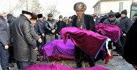 Дача айылында каза болгондордун жаназасы. Архивдик сүрөт
