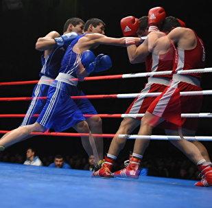 Боксеры во время соревнований. Архивное фото