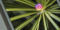 Приложение Instagram на экране смартфона. Архивное фото