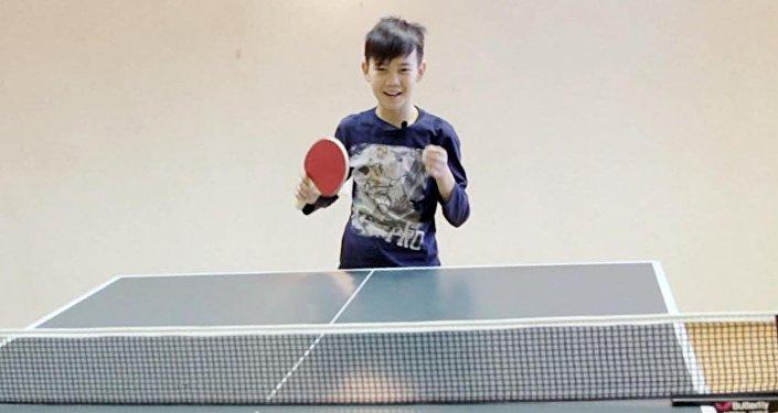 Один день с Урматом Мырсакановым: бассейн и теннис