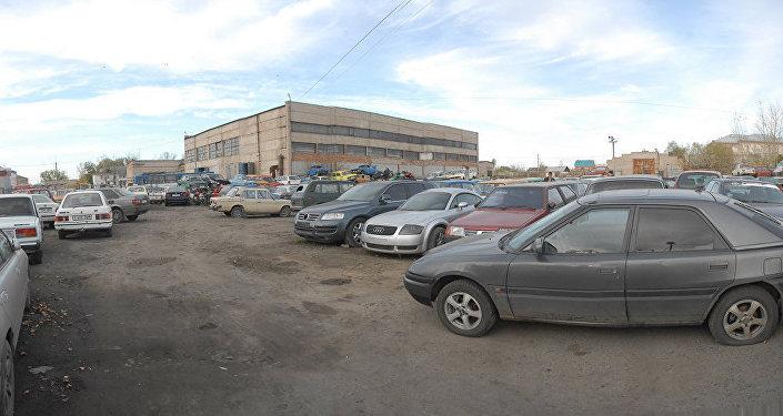В 2005 году неизвестные угнали у Тимати Audi TT Coupe, припаркованный возле подъезда его московской квартиры, — артист в то время был на гастролях
