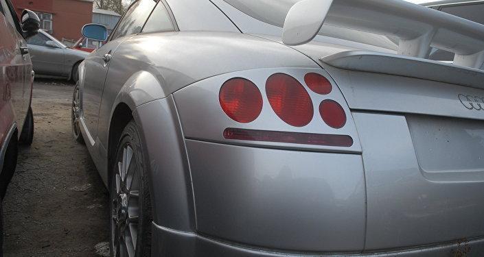 Машину нашли спустя год в Казахстане, она была несколько раз перепродана. О находке рэппера уведомляли не раз, но он так и не забрал авто.