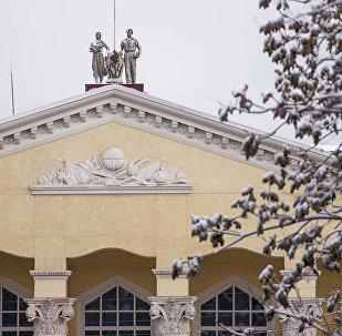 Кыргызский Национальный Университет в снежное утро. Архивное фото