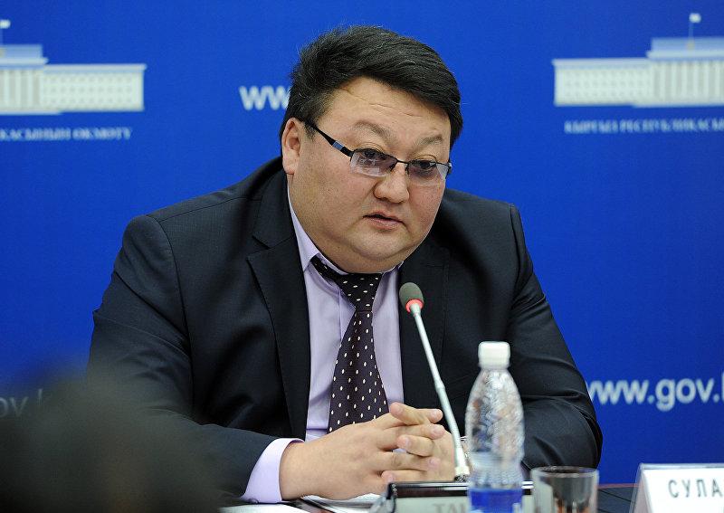 Председатель Государственной таможенной службы при Правительстве Кыргызской Республики Азамат Сулайманов во время пресс-конференции Реалии и перспективы членства Кыргызской Республики в Евразийском экономическом союзе