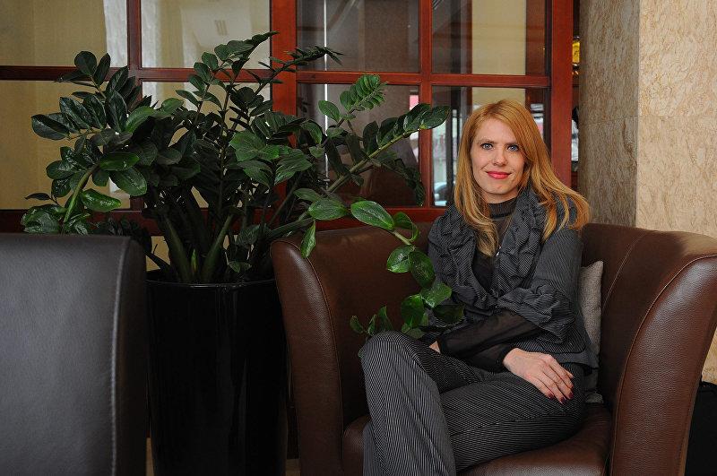 Член рабочей группы по разработке кодекса о проступках Ирина Летова в офисе