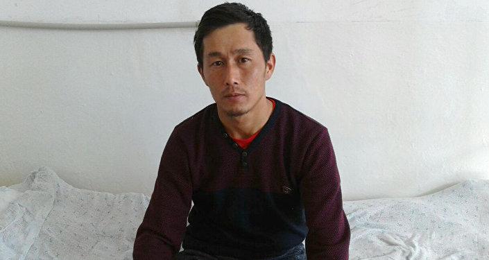 Житель села Калкабар Тонского района Кадыржан Шаршенбек уулу, который подвергся нападению волка