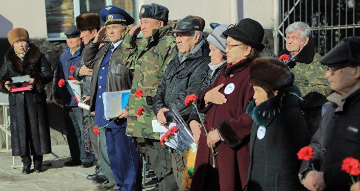 Сегодня в Бишкеке прошла акция памяти пилотов города Фрунзе, отправившихся на фронт ровно 75 лет назад