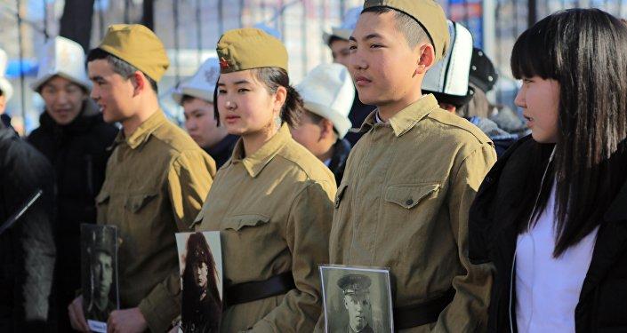 Из ее выпускников на фронт отправились 660, 664 и 665–й штурмовые авиационные полки, сформированные на базе Фрунзенской школы пилотов.