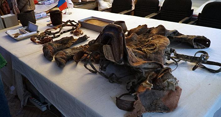 В частности, была найдена мумия женщины, обувь которой напоминала кроссовки фирмы Adidas.