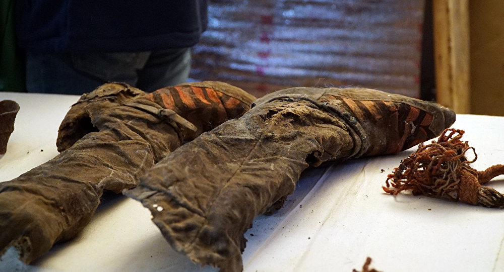 Обнаруженное в горах Монголии мумифицированное тело женщины с кроссовками Adidas
