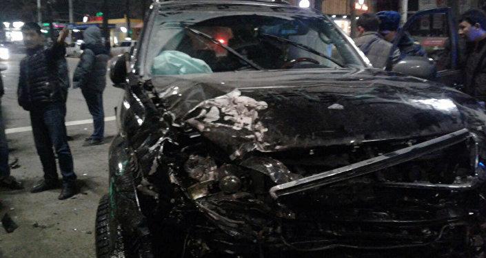 Столкновение трех автомобилей в центре Бишкека