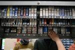 Продажа сигарет в одном из супермаркетов. Архивное фото