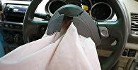 Сработавшая подушка безопасности. Архивное фото