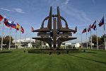Эмблема НАТО в штаб-квартире в Брюсселе. Архивное фото