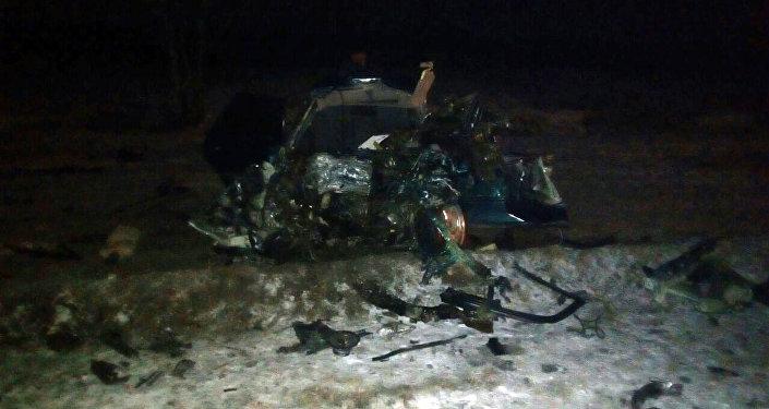Ысык-Ата районунун Красная речка менен Нурманбет унаа жолунун 6-чакырымында Mercedes-Benz 230 жана Audi 80 үлгүсүндөгү унаалар кагышкан