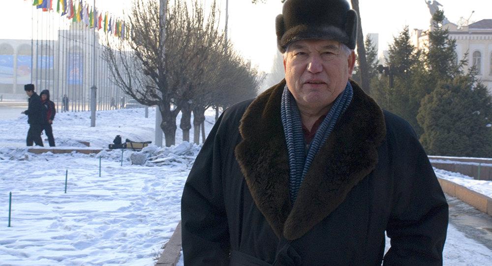 Архивное фото писателя Чингиза Айтматова