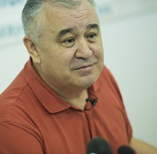 Архивное фото лидера парламентской фракции Ата Мекен Омурбека Текебаева