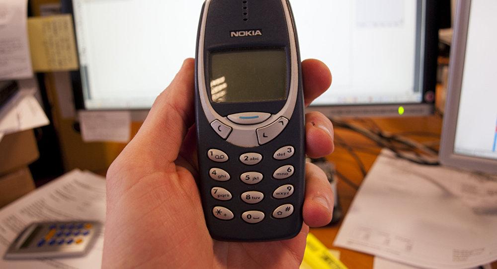 Архивное фото мобильного телефона Nokia 3310