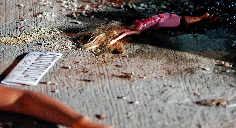 Кукла возле тела 17-летней девочки. Архивное фото