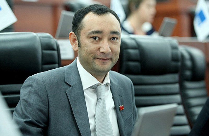 Депутат фракции СДПК Музаффар Исаков. Архивное фото