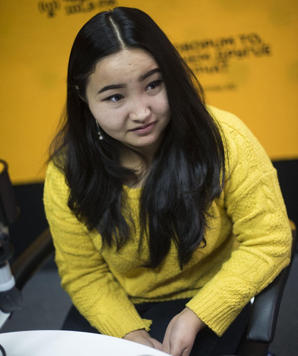 Семнадцатилетняя бишкекчанка Адина Мамбеталиева, которая пережила рак крови