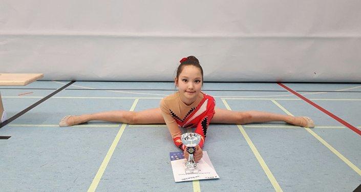 Германиянын Бавария аймагындагы Мюнхен шаарында жашаган 10 жашар Бермет Чороева ритмикалык гимнастика боюнча мелдеште 8-10 жашка чейинкилердин арасынындагы К6 категориясында 1-орунга ээ болгон