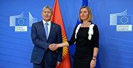 Президент Алмазбек Атамбаев во время встречи с Верховным представителем Европейского союза по иностранным делам и политике безопасности Федерикой Могерини