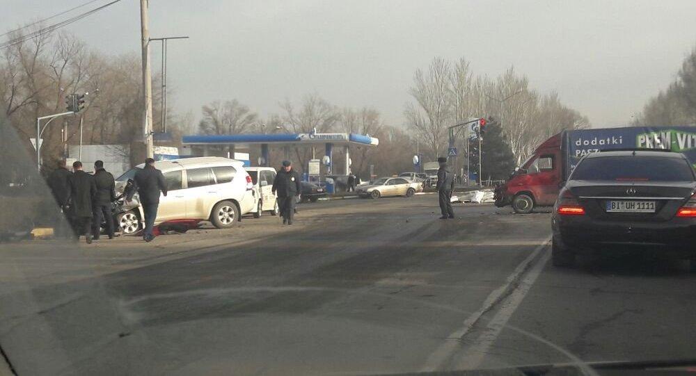 Автомобиль с русским дипломатом попал вДТП вБишкеке
