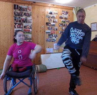 Танцевальная группа на колясках Тумар ожидает радостной вести из США