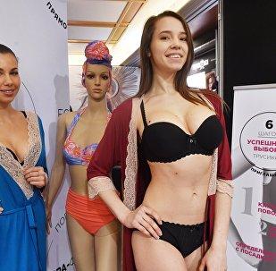 Модели на Международной выставке нижнего белья, купальников, домашней одежды и чулочных изделий Lingerie Show-Forum - 2017 в Москве.