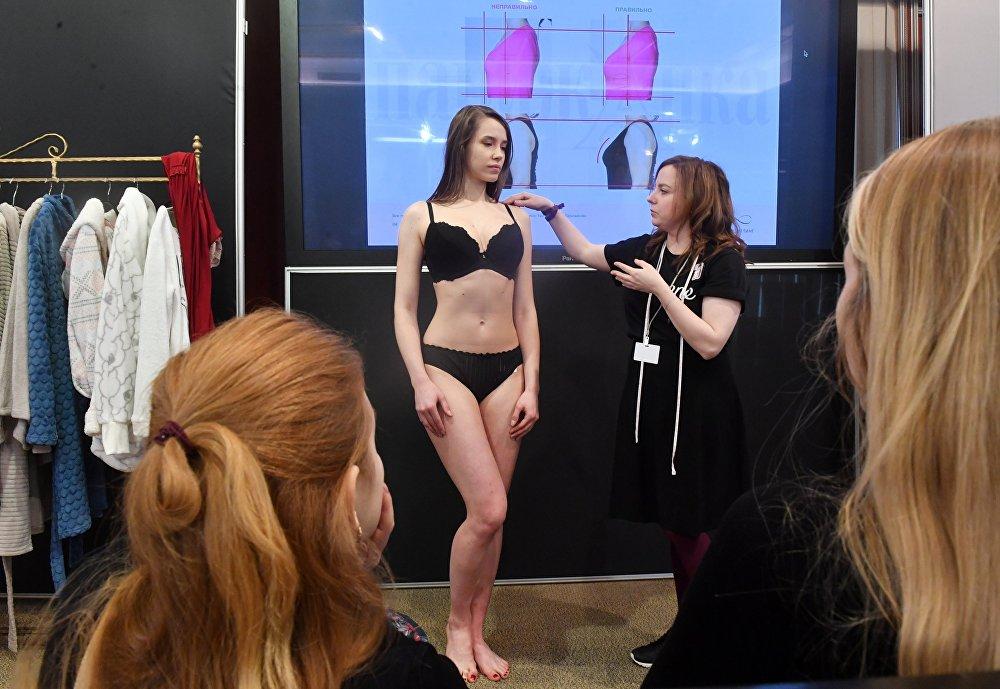 Девушка в черном нижнем белье фото домашнее, сборник мастурбирующих зрелых женщин