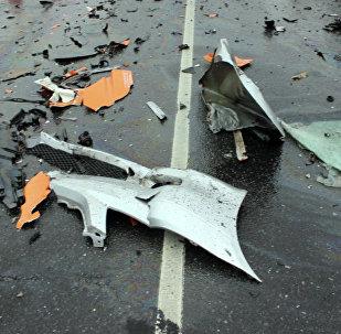 Обломки автомобиля на дороге. Архивное фото