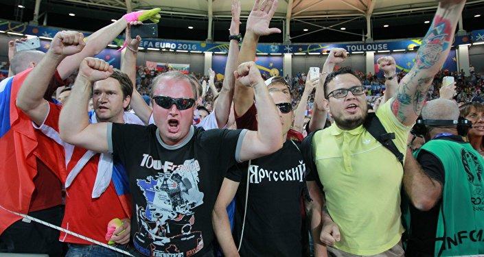 Российские болельщики после матча группового этапа чемпионата Европы. Архивное