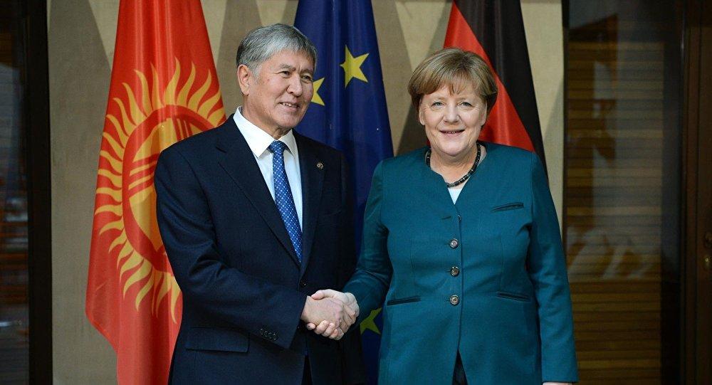 Путин поздравил Меркель спобедой напрошедших выборах